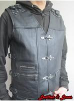 https://leatherandlaces.ro/image/cache/catalog/product/Daredevil-vesta-motor,-piele-naturala-bivol,-carabine,-cureluse,-catarame-11-148x200.jpg